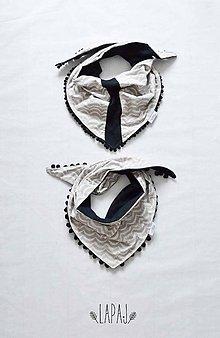 Detské oblečenie - Trojrohá šatka s brmbolčekmi - 7542950_
