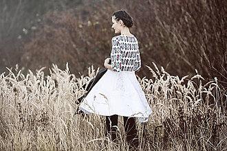 Šaty - Biele úpletové šaty s potlačou - 7545588_
