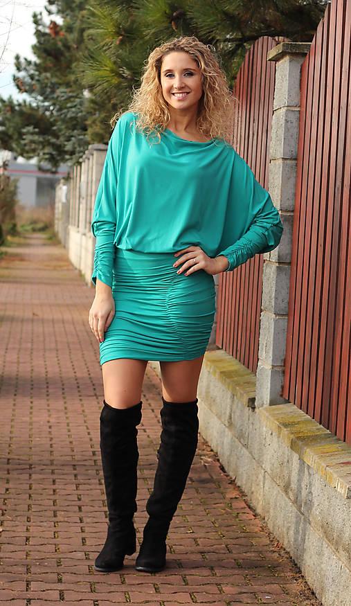 Tyrkysové šaty s řasením