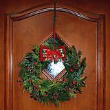 Dekorácie - Vianočný veniec na dvere zo živej čečiny - 7551244_