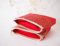 Taštičky - Kozmetická taštička malá - lístky na červenej - 7553760_