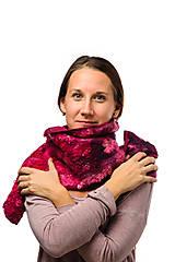 Šály - Dámsky vlnený šál z Merino vlny, ručne plstený, odtiene ružovej, huňatý, pléd, zimný šál, šál z plsti - 7554355_