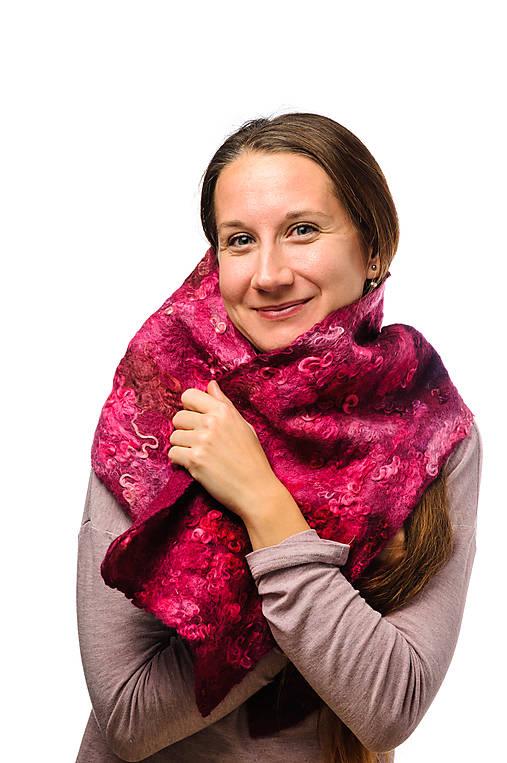 Dámsky vlnený šál z Merino vlny, ručne plstený, odtiene ružovej, huňatý, pléd, zimný šál, šál z plsti