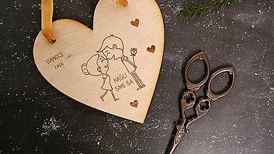 Dekorácie - Drevená ozdoba pár tvar srdce - 7553974_