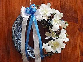 Dekorácie - Vianočný veniec v modrom s orchideami - 7552148_