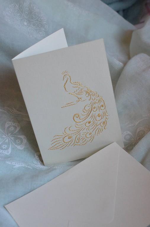 Vyšívaná pohľadnica - páv