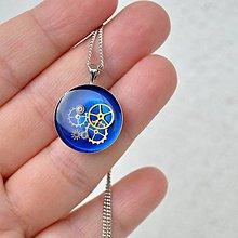 Náhrdelníky - Malý modrý steampunkový prívesok - 7560267_