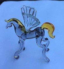 Dekorácie - Figúrka pegasučne vyrobené figurky z českého skla. Rozměry - 7556557_