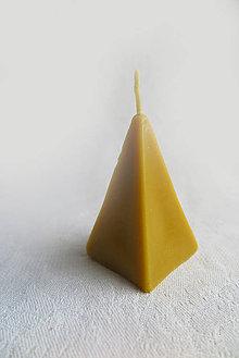 Svietidlá a sviečky - Včelí kRAJ: Sviečka z včelieho vosku ihlan - 7558664_