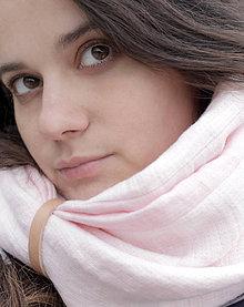 Šály - Jemne ružový ľanový hrejivý nákrčník pre štýlové dámy - 7571357_
