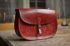 Kabelky - kabelka kožená PANACEA XXL, vínová, vzor Bylinky - 7577855_