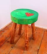 Nábytok - Drevený stolček - zelený s červeným srdcom - 7576415_