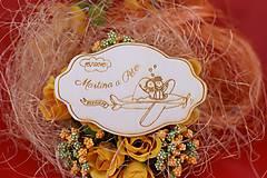 Darčeky pre svadobčanov - Drevená svadobná magnetka ako vyslužka hosťom  71 - 7575342_