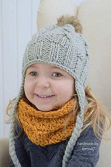Detské čiapky - Súprava na zimu ... šedá pletená ušianka a horčicový háčkovaný nákrčník - 7580485_