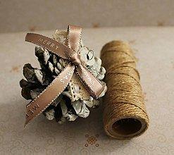 Dekorácie - vianočné ozdoby_ šišky_laté - 7579514_