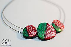 Náhrdelníky - Zeleno-červený náhrdelník s písmenkami - 7581294_