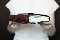 Papiernictvo - Ručne viazaný kožený zápisník Marika / notová osnova - 7580937_