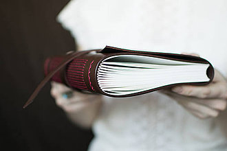 Papiernictvo - Ručne viazaný kožený zápisník Marika / notová osnova - 7580938_