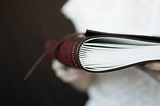 Papiernictvo - Ručne viazaný kožený zápisník Marika / notová osnova - 7580939_