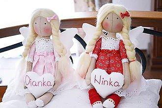 Bábiky - Malý sediaci anjelik so srdiečkom - 7587210_
