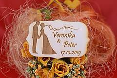 Darčeky pre svadobčanov - Drevená svadobná magnetka ako vyslužka hosťom  76 - 7586242_