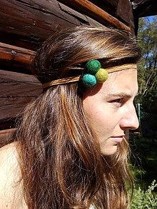 Ozdoby do vlasov - Gumička do vlasov s plstenými guličkami - 7589405_