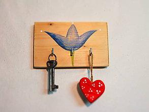 Nábytok - Vešiak na kľúče - modrý tulipán - 7589141_