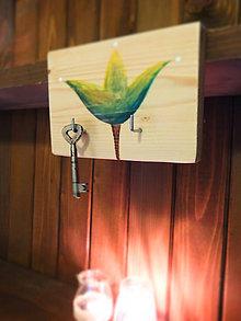 Nábytok - Vešiak malý tulipánový zelený - 7589479_