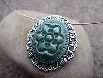 náhrdelník alebo brošňa z polyméru zelená - 2v1