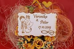 Darčeky pre svadobčanov - Drevená svadobná magnetka ako vyslužka hosťom  78 - 7593082_