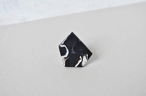 Geometrický nastaviteľný prsteň | minimal arch | mramor | black