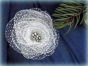 Odznaky/Brošne - Zimná brošňa s ligotavými vločkami - 7597417_