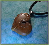 Náhrdelníky - 507. Drevený náhrdelník SRDIENKO  SLIVOŇKA Koreň  - 7601172_