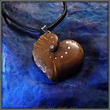 Náhrdelníky - 507. Drevený náhrdelník SRDIENKO  SLIVOŇKA Koreň  - 7601173_