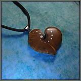 Náhrdelníky - 507. Drevený náhrdelník SRDIENKO  SLIVOŇKA Koreň  - 7601174_