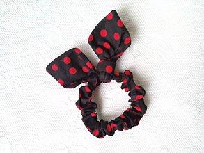 Ozdoby do vlasov - Mini scrunchie (dark brown/red polka dots) - 7604754_