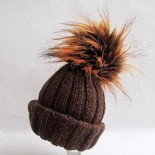 Detské čiapky - Hnedá pletená čiapka s kožušinovým brmbolcom - 7605919_