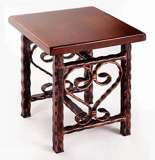 Kovaný stolček