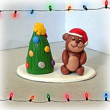 Dekorácie - Zlatý vianočný stromček a macko - 7611322_