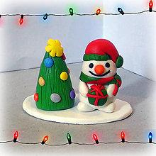 Dekorácie - Farebný vianočný stromček a snehuliak - 7612575_