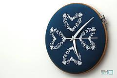 Hodiny - Veronika, ručne vyšívané nástenné hodiny - 7617662_
