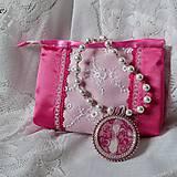 Ružový náhrdelník s taštičkou