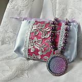 Fialový náhrdelník s taštičkou