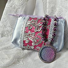 Náhrdelníky - Fialový náhrdelník s taštičkou - 7619077_