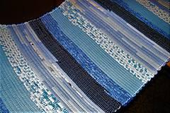 - Tkaný modrý pásikavý koberec - 7631774_
