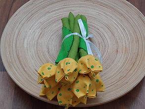 Dekorácie - Žltá kvietková  kytica tulipánov z látky - 7636965_