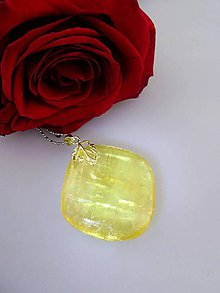 Náhrdelníky - Slnko v kameni - kalcit slnečný prívesok v striebre - 7636228_