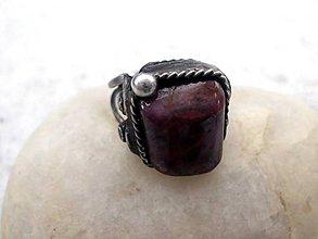 Prstene - cínovaný prsteň s Rubínom - 7640092_