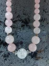 Krása s krásou - náhrdelník ruženín a krištáľ