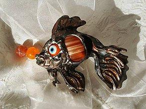 Odznaky/Brošne - Zlatá rybka - tiffany, farebný achát - 7647444_